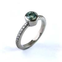 7-3131_whitegold_navarre_green_sapphire