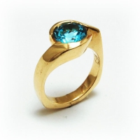 ring_gold_blue_topaz