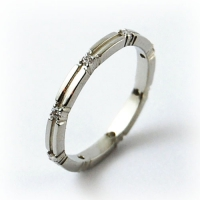 7-1064_ring_gold_diamond_band