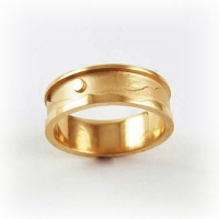 Ring_Gold_Three_Sisters_Front