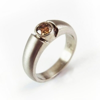 7.3061_Ring_whitegold_Champagne_Diamond