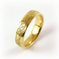 7-2048_ring_gold_engraved_iris_band