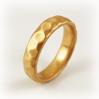 7-2062_ring_gold_hammered_band