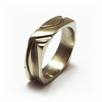 ring_gold_four_panel_band