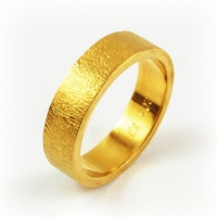ring_gold_textured_band